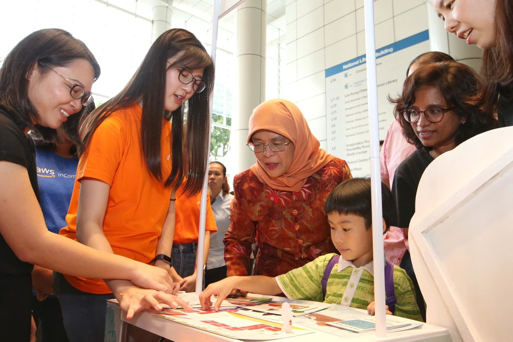 Luke showing President Halimah Yacob what he learned from the Tiny Thinkers Junior Computational Thinking kit. (Source: President Halimah's Facebook page)